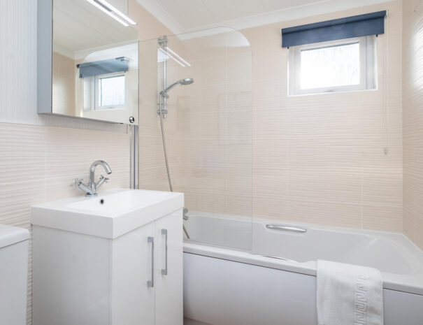 Sea Breeze Lodge bathroom